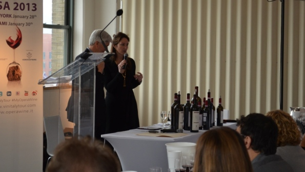 Casimiro Maule, Oenologist at Nino Negri, presents the wines.