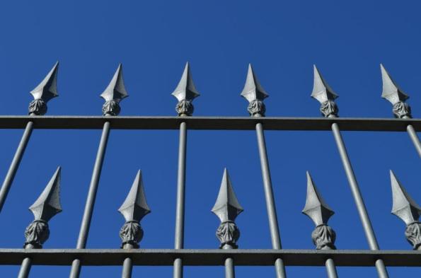 DSC_0739 cemetery fence