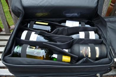Wine suitcase, look inside, as arrived from Portugal
