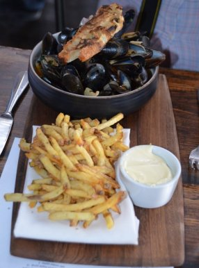 Mussels + Fries