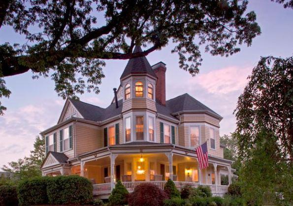 Oaks Victorian Inn
