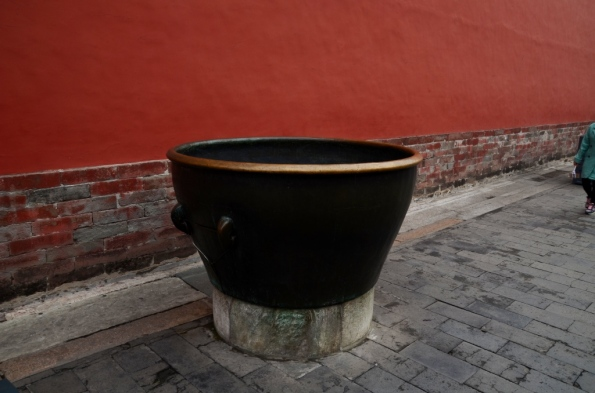 Here is your Quiz - what this urn is for?