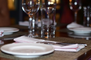 Bar Zepoli Table Setting